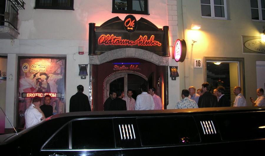 У входа в клуб Oldtaunas
