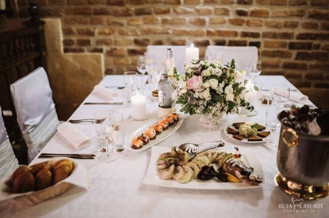 Накрытый стол с едой, ресторан GABI, Вильнюс