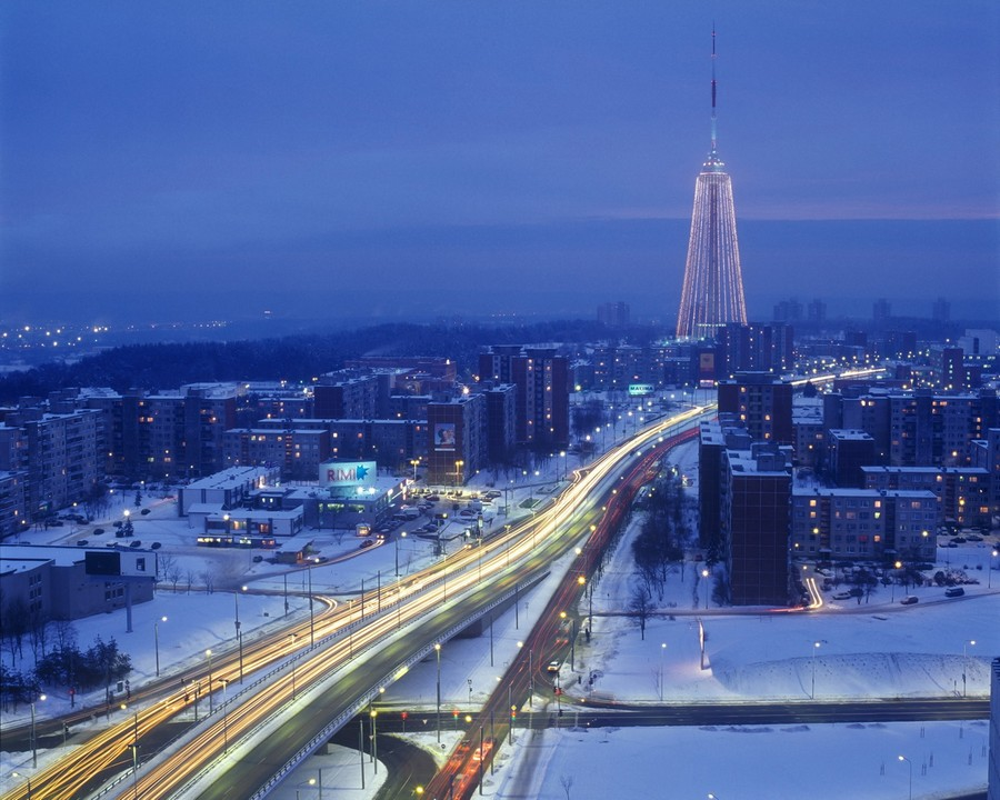 Телебашня, Вильнюс, в виде новогодней елки