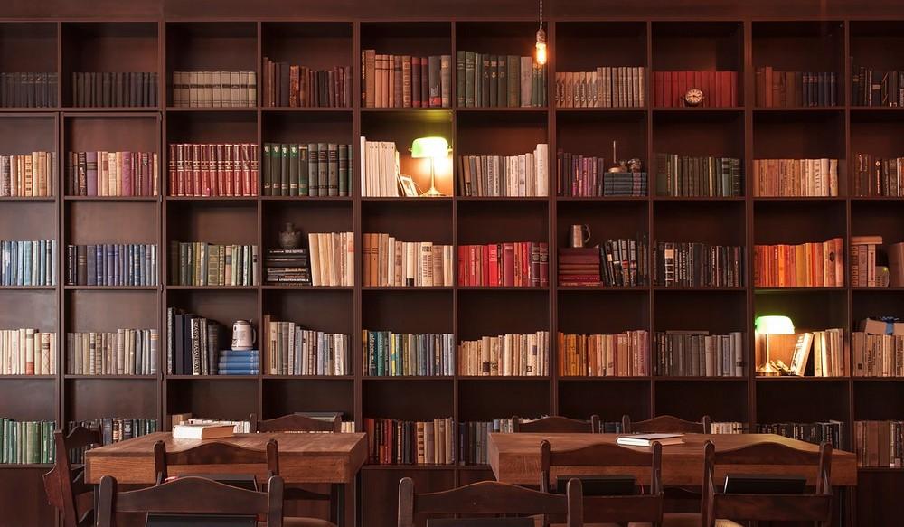 """Пивной бар """"Alaus biblioteka"""" (Библиотека пива), Вильнюс"""