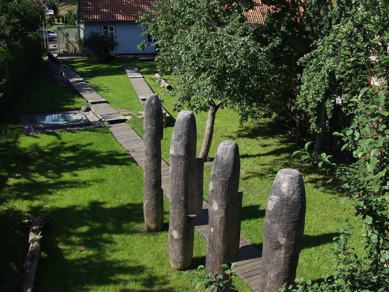 Экспозиция в саду, музей янтаря, Вильнюс
