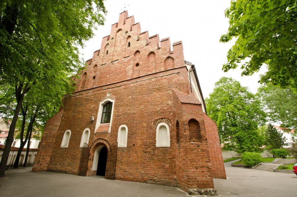 Фасад костела Святого Николая в Вильнюсе