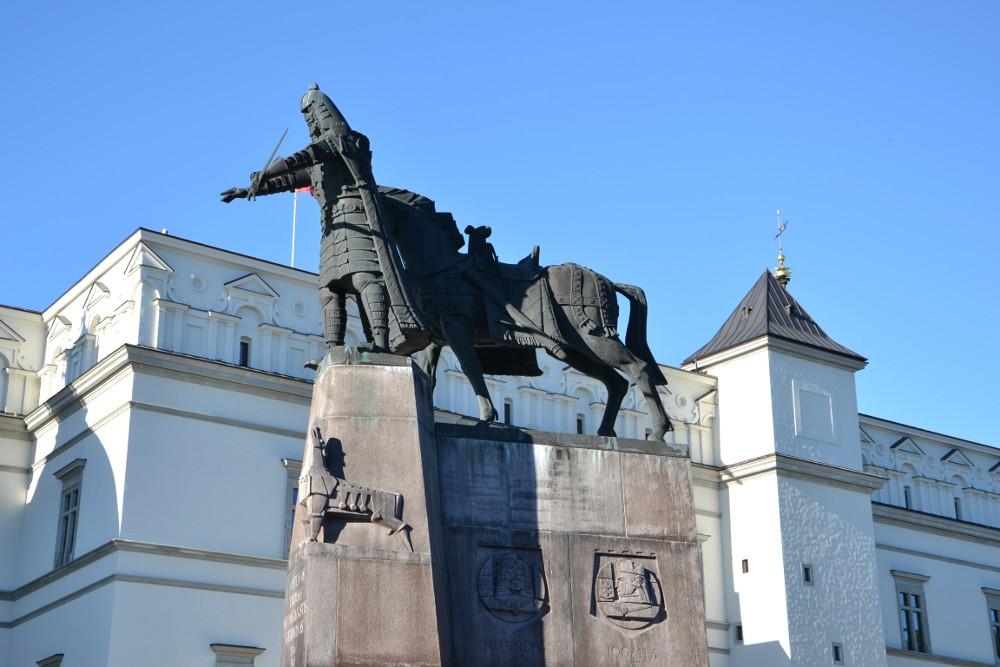 Памятник Гедиминасу в Вильнюсе