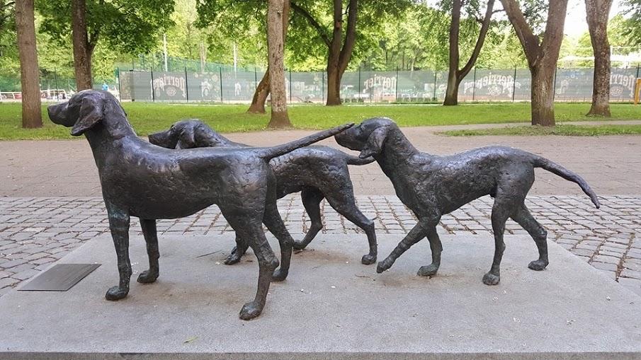 Памятник, собаки, Бернардинский сад, Вильнюс