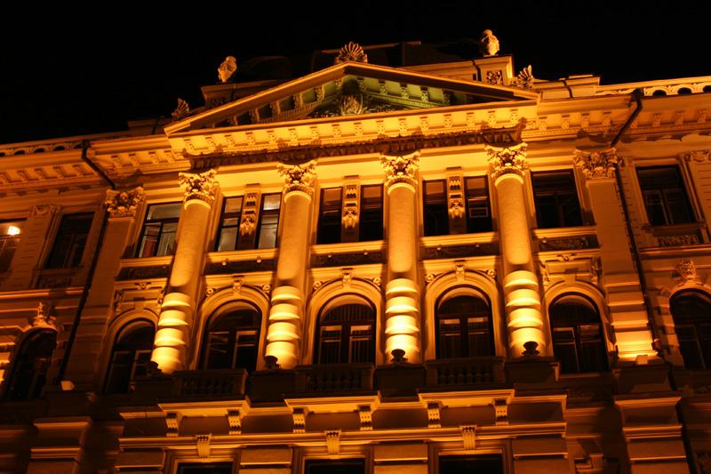 Литовская национальная филармония в Вильнюсе ночью